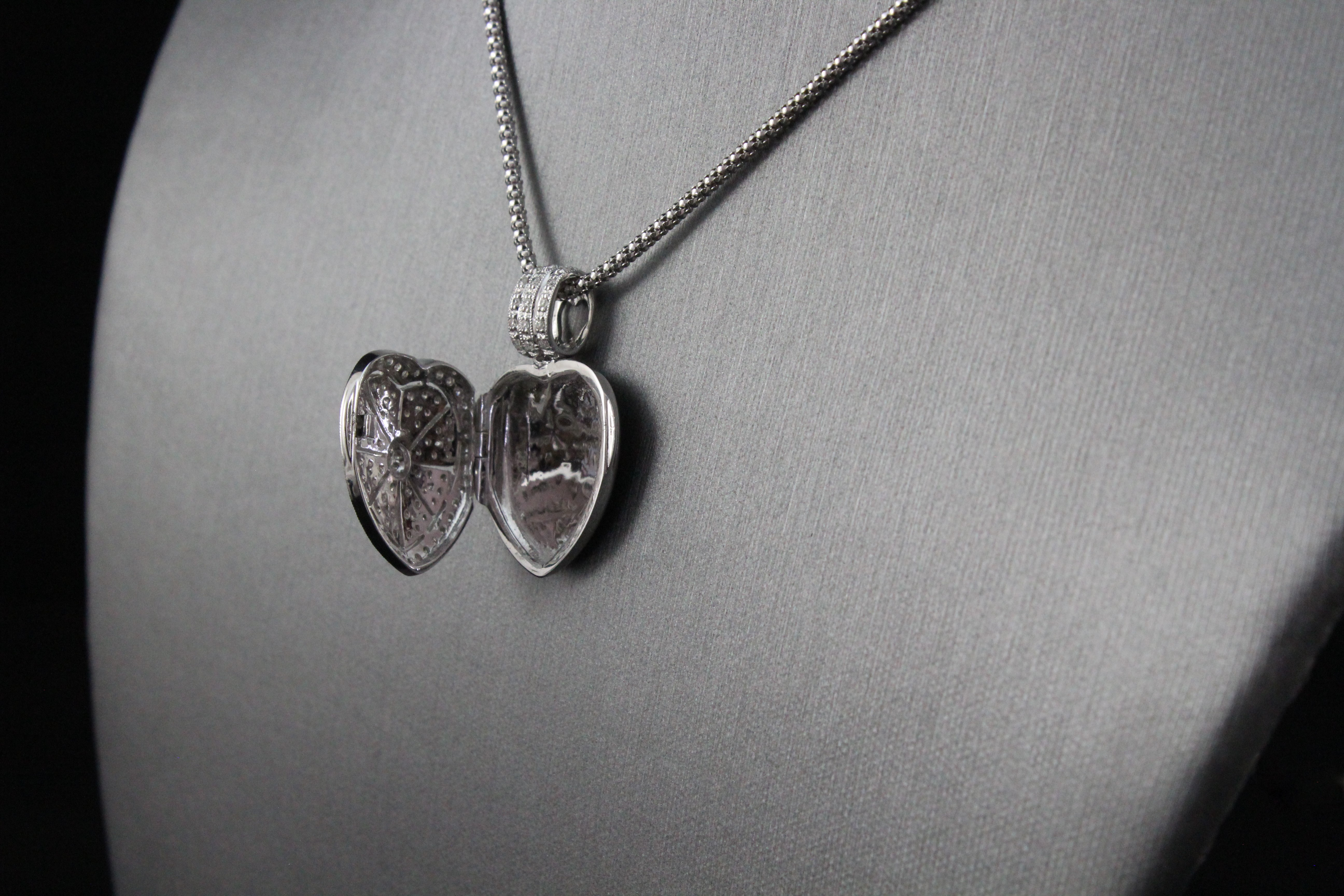 14k white gold sa kitsinian diamond heart locket necklace good add to wishlist mozeypictures Images
