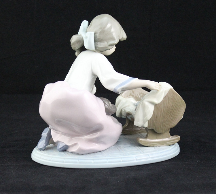 Lladro Girl With Kittens And Cat