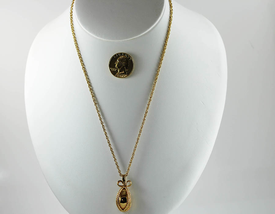 Vintage  goldtoned  pendant with rope style chain 20